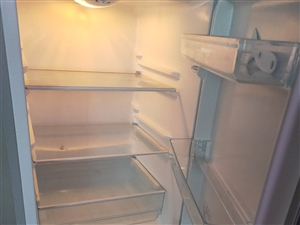 本人有一台冰箱,踏板车金沙国际网上娱乐,都有九城新!发票齐全,有意面谈!