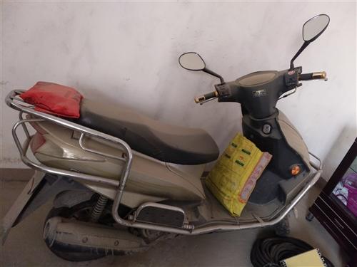 闲置踏板125摩托车一辆前后碟刹