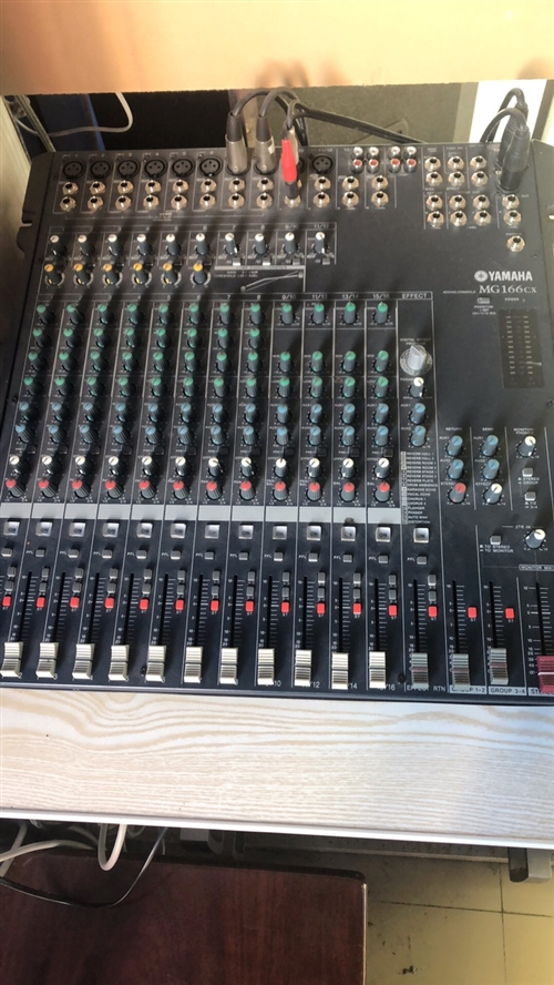 转行处理舞厅专业音响设备,调音台,功放,音响8个,投影仪,需要的速度联系