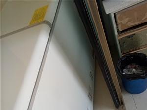 18年8月份买的卧式冰箱,总容量270L,冰箱99新,冰箱还在保修期,有意者电话联系