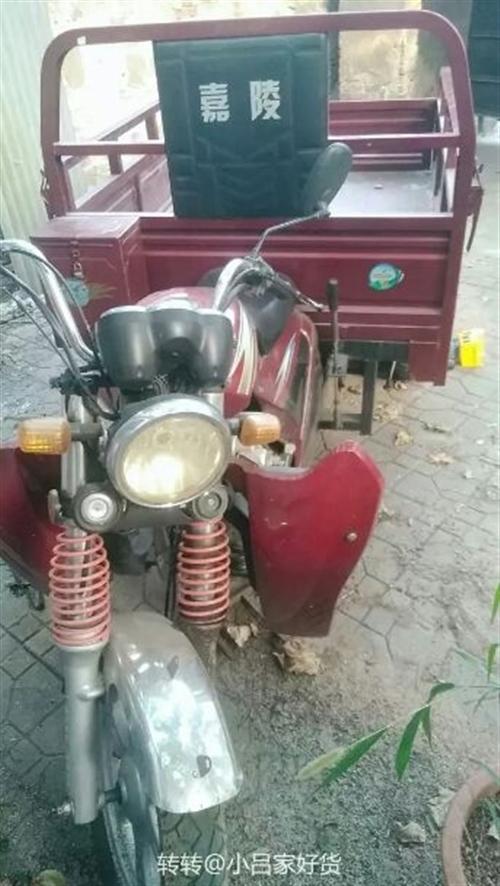 出售嘉陵摩托150三轮一辆,自家用的,跑了不到4500公里,车斗是1.4*1.7,价格面议