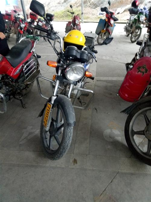 私人摩托车出售,本田125,今天刚年审,保险到4月份,链盘链条线圈电瓶是全新的,车子没有任何问题,换...