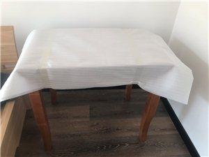 由于房子空间有限出售全新橡木餐桌。  联系电话17602229828