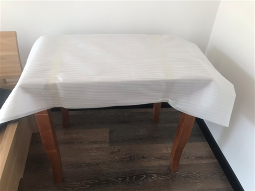 由于房子空間有限出售全新橡木餐桌。  聯系電話17602229828