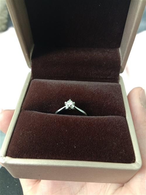 出售一颗钻戒,会东县爱迪尔珠宝,买成3000块现在1500低价出售喜欢的,可私聊我,au750白金戒...