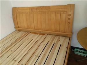 九成新床,买来没怎么用,有需要的可以来电。