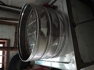 蒸包子蒸具,老牌子创领,电.气一体化,火力十分旺。带有5只蒸炉,用了一个多月,现低价转让