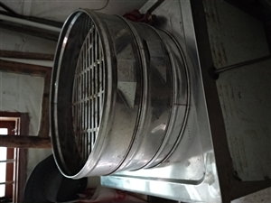 燃气炉,老牌子领创,电.气一体化,火力十分旺,带有五只蒸笼,现低价转让