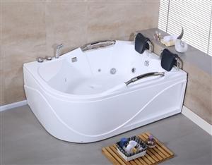出售九成新双人浴缸浴缸,带冲浪,买来没用过