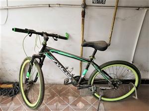 一辆自行车680左右买的,原本是高中读书骑,现在毕业了,打算处理了,已经闲置了大半年了,灰有点厚,刹...
