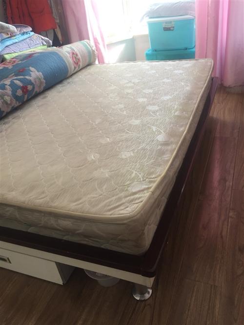 8成新全友双人床,全友双人席梦思床垫,合计400元。2.5米长布艺贵妃沙发,贵妃椅在左手边,200元...
