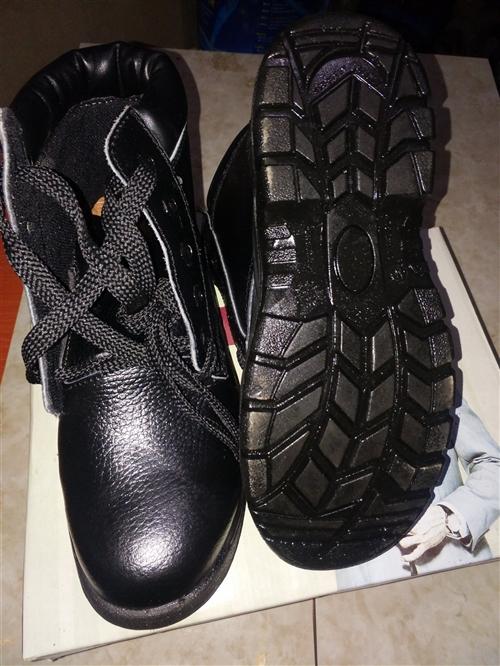 出售全新钢包头鞋子80元,电话13209479595