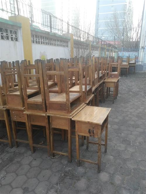 出售二手小學生座椅,大批量出售價格你說了算。無論你需要多少都可以滿足你。