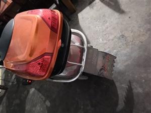 这是玉骑铃电动车,才买了一年,因为少有在家,一般就是过年的时候才用,现在打算卖了,不怎么用电动车了。...