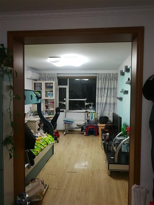 棉纺小区47-4-402,吉鹤桥东侧路北黄色楼,面积78.56m2,采光好,地热,冬季供暖好,室内温...