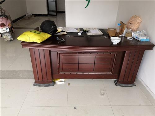 8成新辦公桌  原件1500  現價300  給錢就賣15779810990