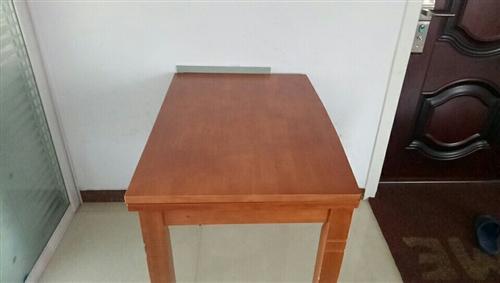 出售实木餐桌一张!另外送椅子四把!有需要的联系我!