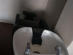 养发馆不干了有两张洗头床三把椅子低价出售