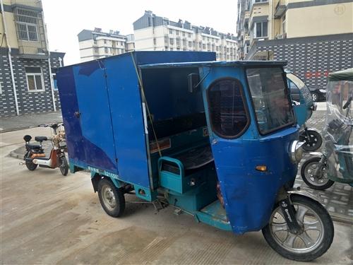 一年多水电瓶三轮车,在开发区,路程跑的远,电瓶可以,1.8的篷