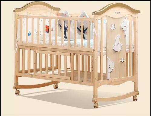 婴儿床出售:  bebivita婴儿床实木无漆宝宝bb床摇篮床多功能儿童新生儿拼接大床 出售。...