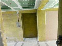 专业油漆喷涂,墙面粉刷。价格俊宜,活干的漂亮,价格按套计算,新房二室二厅2200元,旧房2500元。...