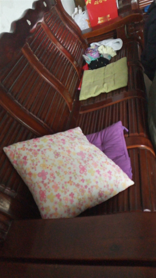座椅一套 4+1+1,茶幾和一個小方桌,自己來搬遠