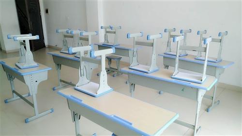 九成新培训班课桌椅转◎让  有意�者联系   温老师  18289248097