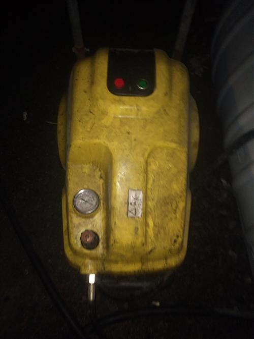 黑猫380伏高压洗车机,10个压力,带三盘高压管,一个长枪??,用了就9个月时间