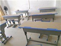 九成新培训课桌椅装让  温老师  18289248097