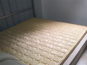 超纤皮皮床,因闲置整套转让,一口价999。