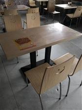 桌椅八套,每套二百元,一套配一桌四椅