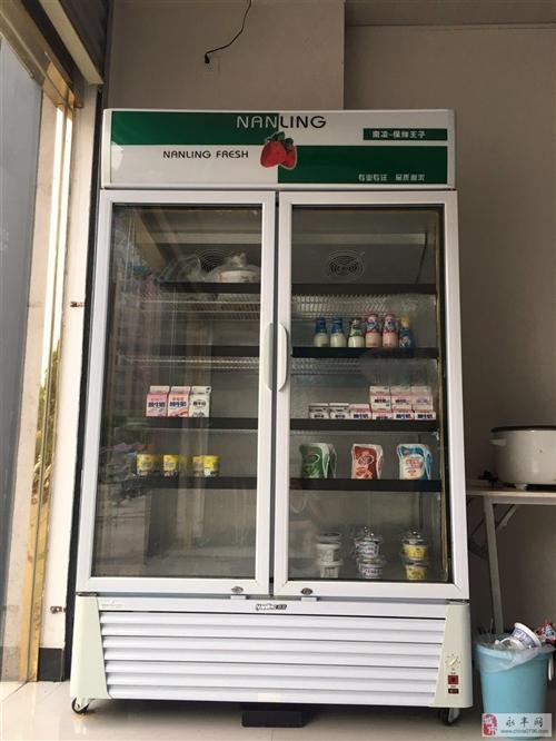 出售9成新冷藏展示柜一台,880L大容量。