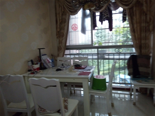 大足棠城風光小三室2樓出售,84平方,家具家電齊全,精裝修,因房東要換大房子,現低價出售39萬,拎包...