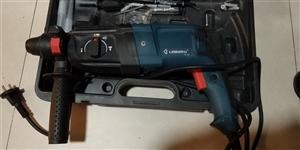 出售自用罗宾3用电锤,刚买3月,几乎没用过,800w电机强劲有力。价钱可小刀。