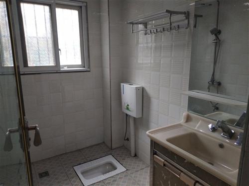 觀棠曉月家裝房,三室兩廳兩衛帶平臺,價格合適,有意來電。