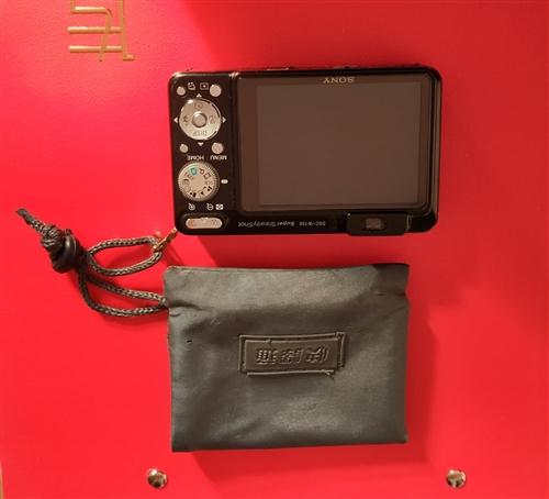 小型索尼原装数码相机(原件1850元),95成新,拍照成像超清,并配有原装相机配件,有原装锂电池一块...