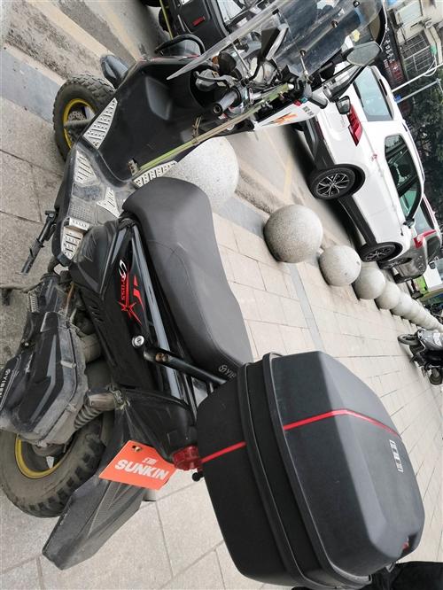 150踏板摩托车,只有6000公里里程,新旧如图,1500可小刀,屠龙刀勿扰!