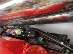 幼儿手推车,买一辆送二辆。三辆车子都附带遮阳棚(遮阳棚全新),可以折叠存放。出售的这一辆九成新。