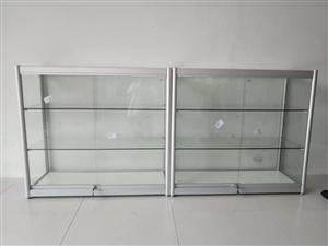 求购二手玻璃柜台,两个,有不要的联系电话620007