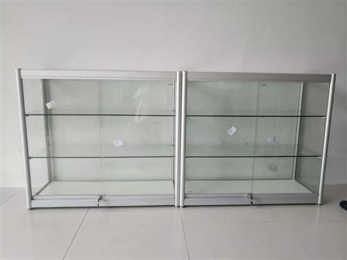 求購二手玻璃柜臺,兩個,有不要的聯系電話620007