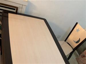 因家中重新装修,现将餐桌,餐边柜低价出售!可小刀