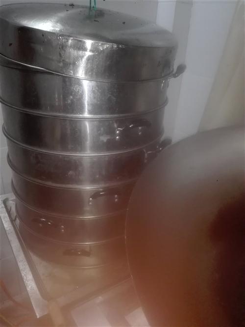 厨具出售九成新蒸灶,蒸笼,有需要的联系