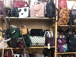 本人店铺转让,包包对外批发零售,价格实惠,低于批发价,全部是精品包包。六安地区可以看货。电话,151...
