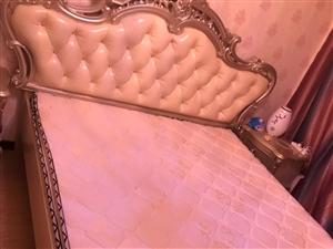 18年99成新欧式床出售,结婚时嘉峪关本体购买,发票齐全,因个人原因出售,预购速从。