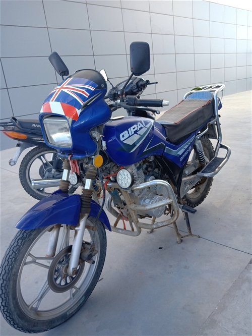 本人有一辆蓝色宗甲150和一俩雅马哈JS 110弯梁「铃木发动机」。两辆摩托动力没得说,杠杠滴。蓝色...