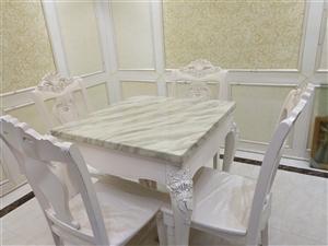 全新大理石�_面餐桌,配套四把餐椅,原�r1500元,�F低�r1000元�b�