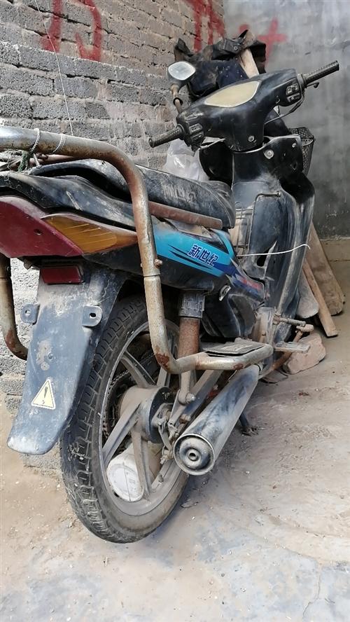 摩托车一辆,完好无损,一蹬就着,不骑了,求速购。