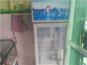 蛋糕设备奶茶设备冰柜9成新全部低价处理有需要可以联系我电话17388270932