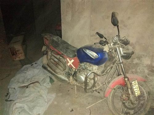 建设牌摩托车便宜处理。由于长年在外打工。摩托车闲置。能正常使用,发动机无任何故障!轮胎加气就可以使用...