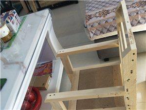 全新餐椅,一物俩用,可做儿童餐椅,可分开做写字桌,可按尺寸定做,小椅子可放茶几旁边,绝对实木,保...